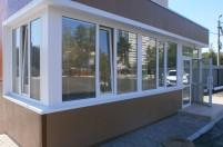 Пластиковые окна и двери в служебном помещении