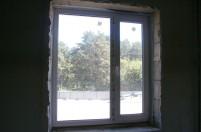 Процесс установки пластикового окна