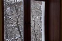 Окна с деревянными подоконниками